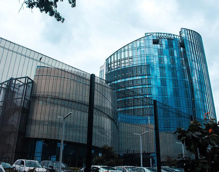 Empresa do Setor Financeiro - Solução de Processamento de Transações Financeiras -